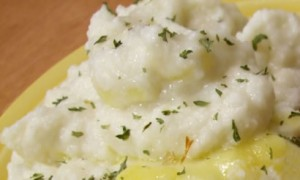 Mashed Faux-tatoes (Creamy Mashed Cauliflower) *