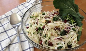 Kohlrabi-Broccoli Slaw